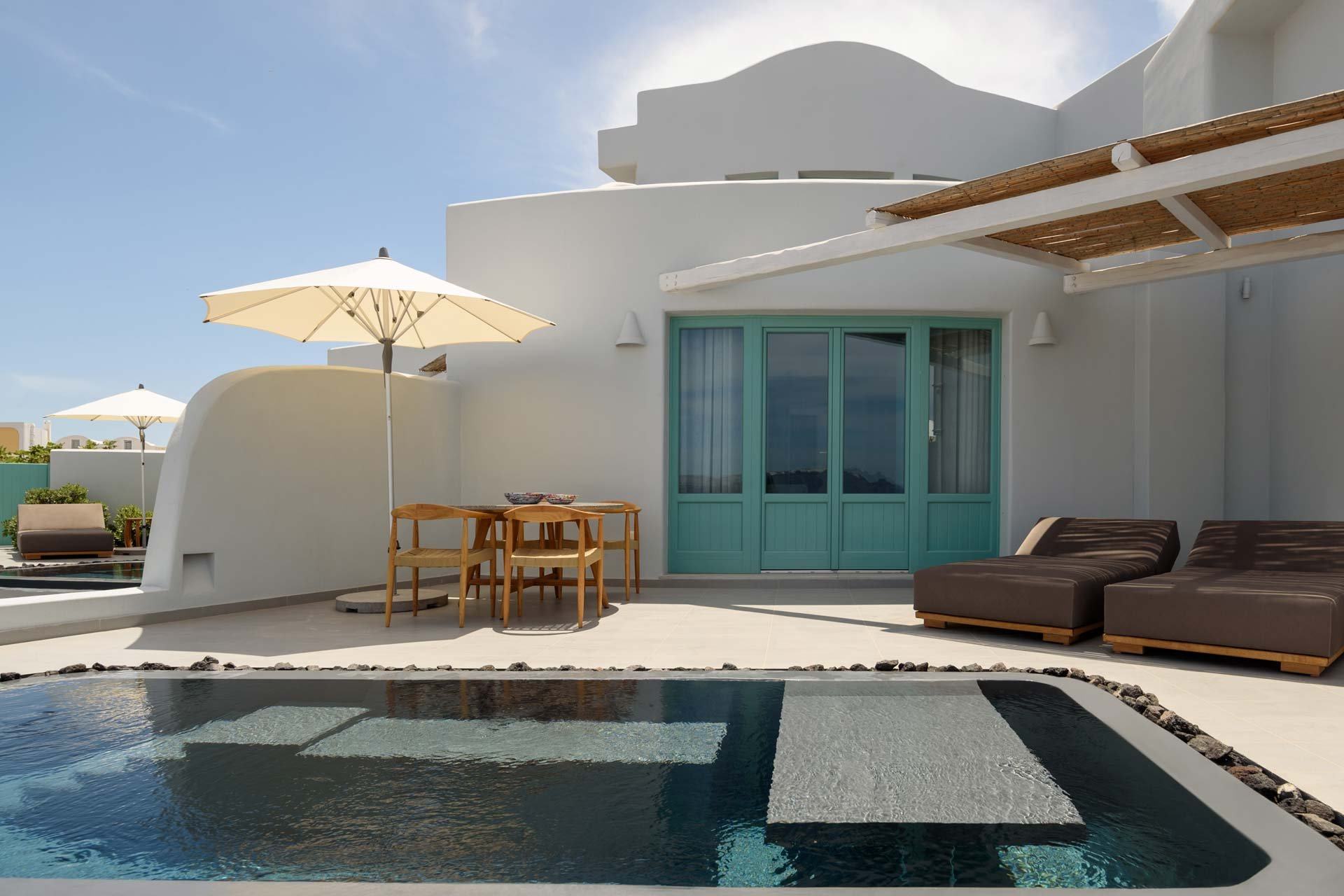 Deluxe Spa Suite - Private furnished terrace