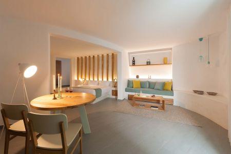 Deluxe Spa Suite - Open plan bedroom
