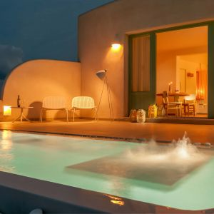 Deluxe Spa Suite - Outdoor heated swimming pool